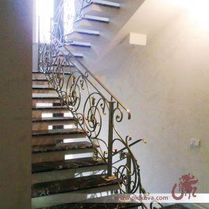 лестница в классический интерьер