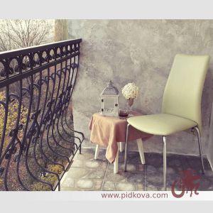 кованое балконное ограждение с выгнутыми стойками