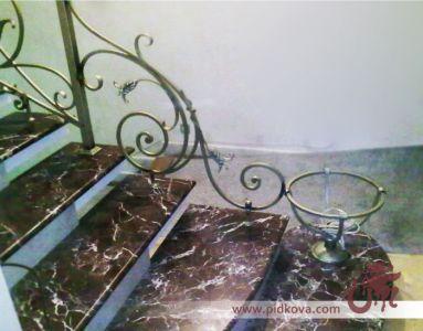 Кованый декор на лестницу
