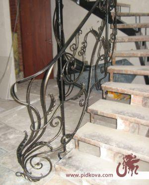 Поворотный старт лестницы