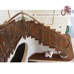 лестница с геометрическим рисунком