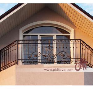 Балкон с элементами ковки
