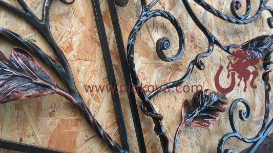 Фрагмент ручной ковки с листиками