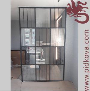 Перегородка для разделения пространства со стеклом