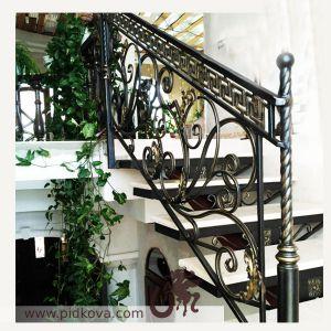 Перила на лестницу в классическом стиле