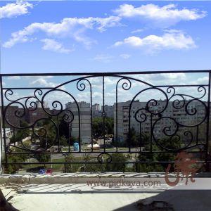 балкон с элементами машинной ковки
