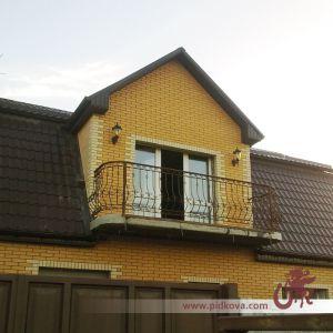 Стальная кованая оградка для балкона