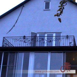 прямой балкон с элементами