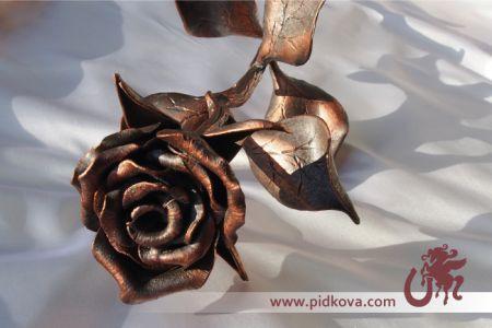 Кованая металлическая роза