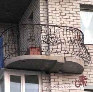 Кованые перила на балкон выгнутые