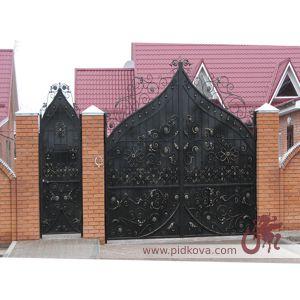 Кованые ворота зашитые листом