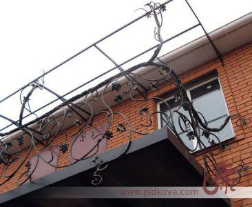 Кованые перила на балкон. Ручная ковка, виноградная лоза.