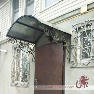 Кованые козырек над входом