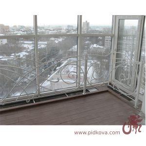 """ограждение возле окна """"в пол"""""""