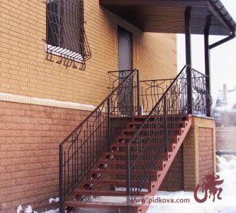 Ограждение лестницы на крыльце