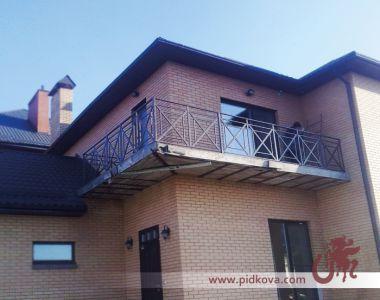 Кованые ограничительные балконные перила