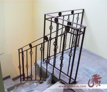 Кованое ограничение для лестницы