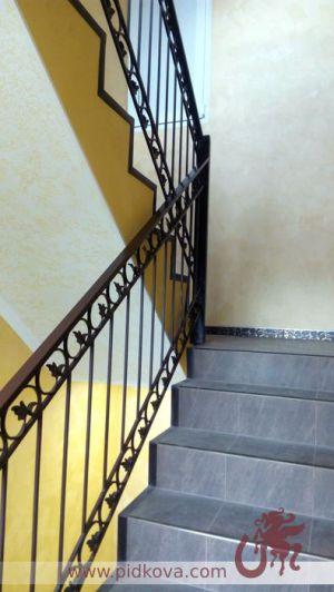 Перила кованые на лестницу