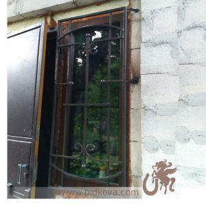 Решетка на окно строгая маленькая