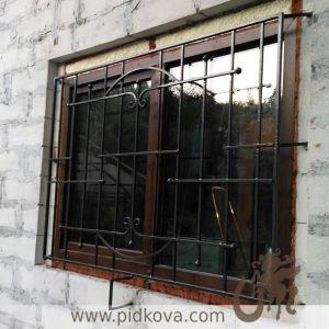 Решетка на окно строгая широкая