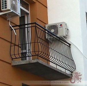 Выгнутые перила на балкон