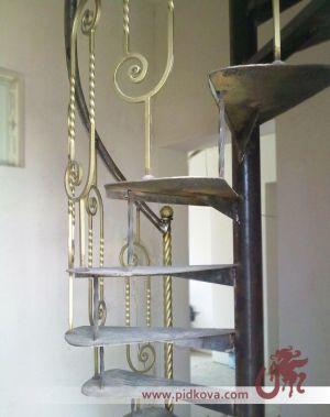 Кованая винтажная лестница.