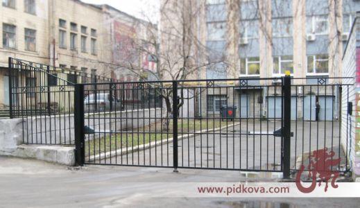 Автоматические решетчатые распашные ворота