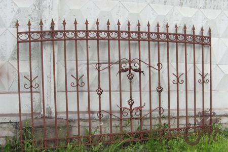 Забор из профтрубы 20х20