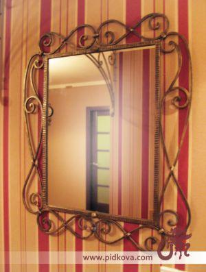 Кованая рамка для зеркала