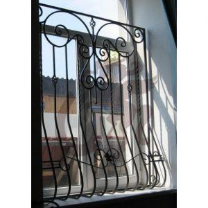 Решетка на окно выгнутая