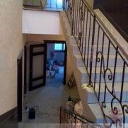 кованые перила на второй этаж 110