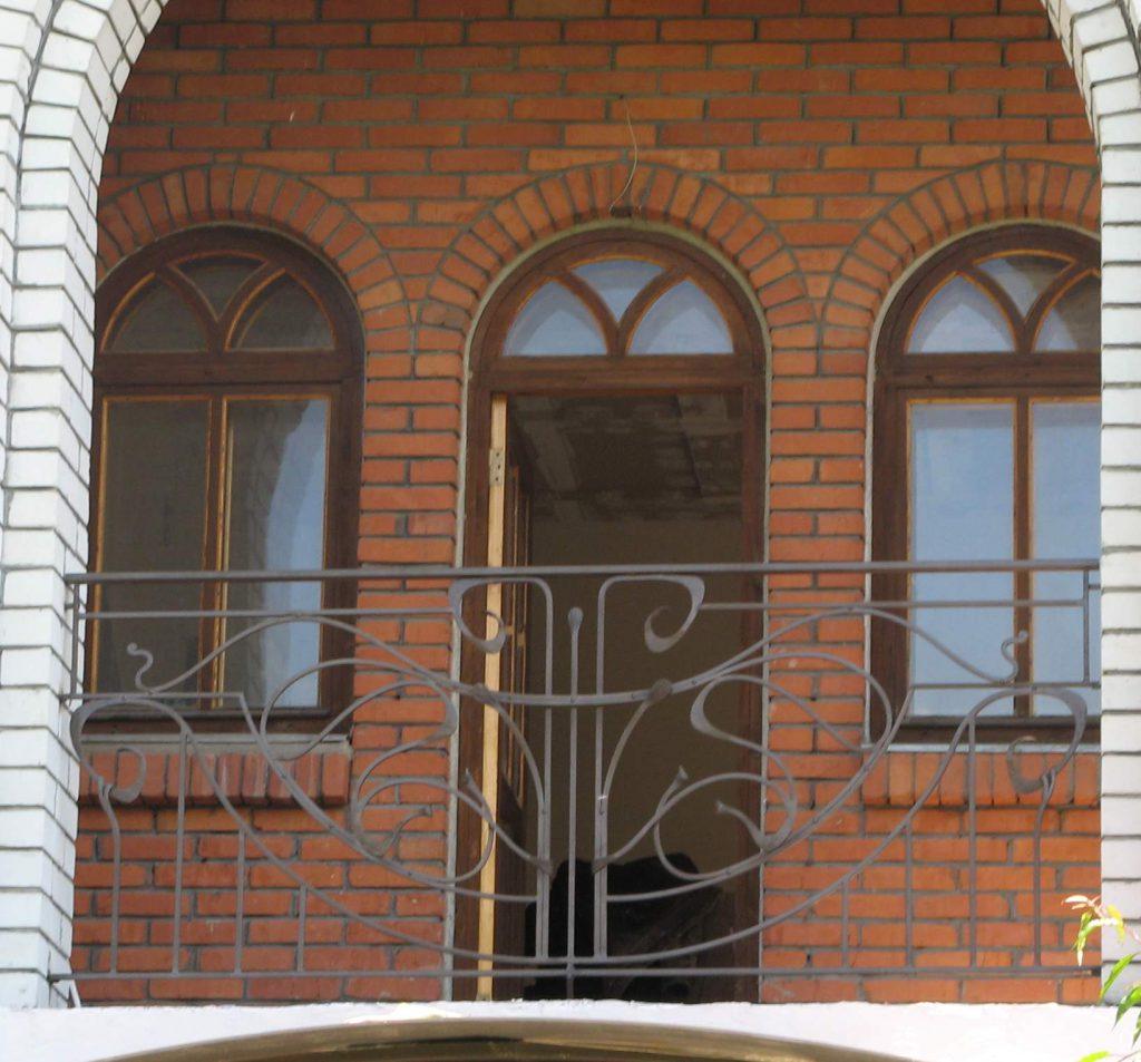 кованый балкон в стиле модерн