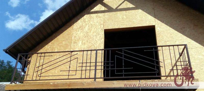 балкон с геометрическим рисунком