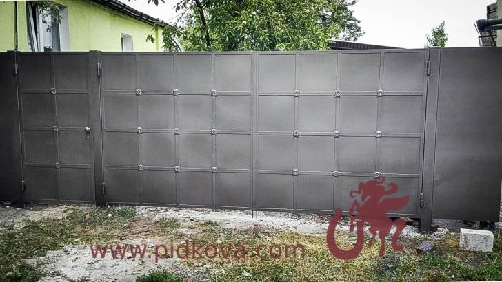 Ворота распашные с калиткой (Квадраты) AR-02